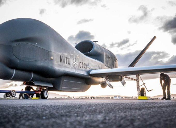 Atterra a Sigonella il primo drone Nato – L'Italia in prima linea nella «guerra dei droni»
