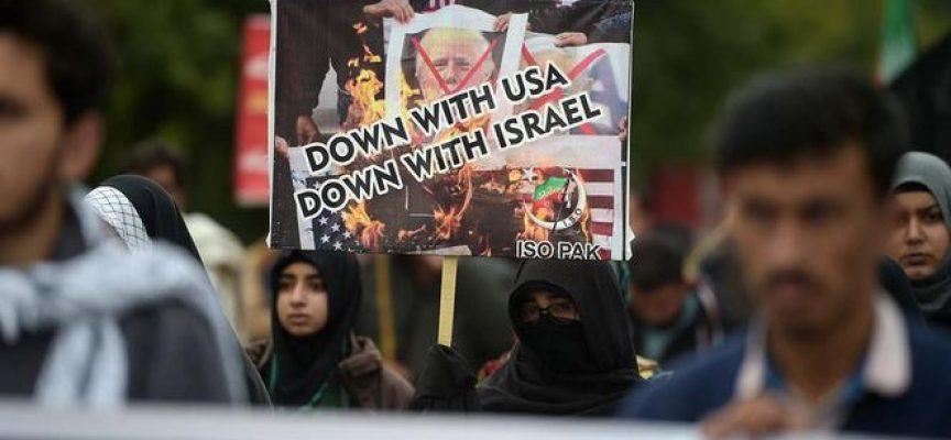 Gli Stati Uniti inaugurano i ruggenti anni Venti dichiarando guerra all'Iran