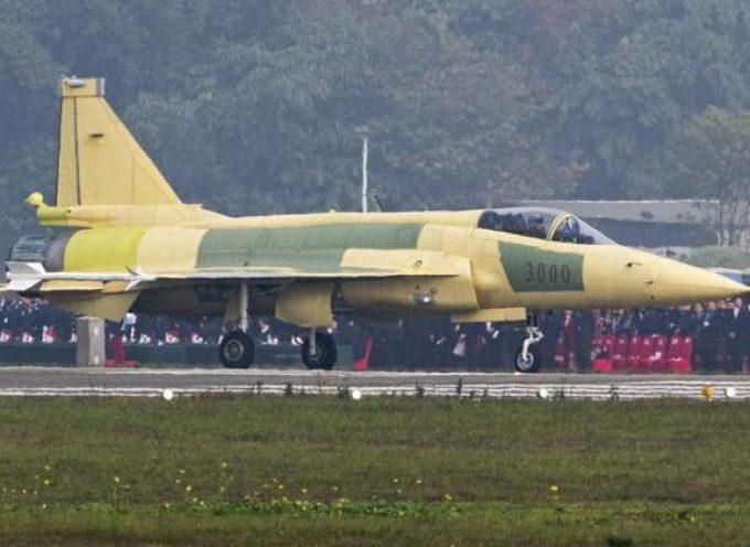 Il JF-17 Block 3 pakistano armato con missili PL-15 è una svolta seria