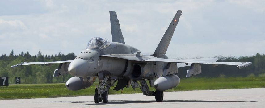 Cosa fa la NATO in questi giorni? Provoca la Russia, drena i budget della sanità e protegge sé stessa dal COVID
