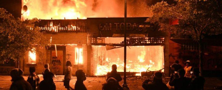 Gli Stati Uniti fanno la predica al mondo sui diritti umani, mentre i loro poliziotti uccidono impunemente i neri