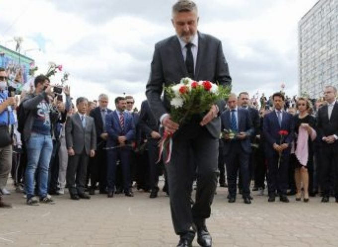 I leader europei lasciano fiori per onorare un terrorista bielorusso (+ importante sviluppo!)