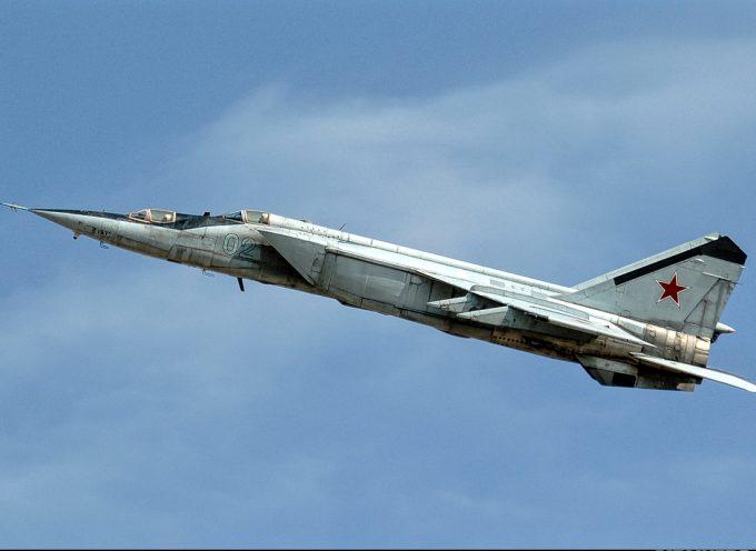 50 anni volando troppo veloci per essere colpiti: il MiG-25 Foxbat celebra il mezzo secolo come jet da combattimento più veloce del mondo