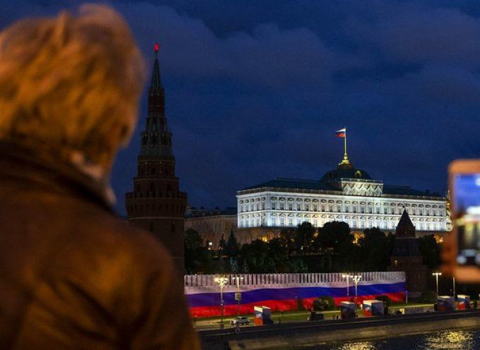 """Putin ha firmato una legge sull'""""immortalità"""" dei presidenti"""