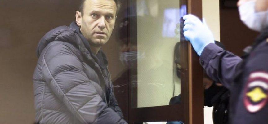 """""""Pensate agli affari vostri"""": la Russia espelle tre diplomatici dell'UE per aver partecipato alle proteste per Navalnyj"""