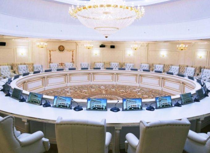 Accordi di Minsk – l'Ucraina usa il ricatto e richieste deliranti per sabotare il processo di pace