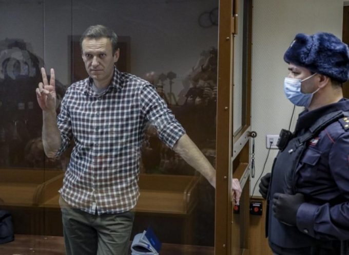 Si smorza un altro dramma di Navalny, malgrado i famelici media occidentali
