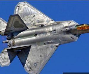 L'F-22 ha fallito? La U.S. Air Force si sbarazza del problematico jet stealth ma si tiene i vecchi F-15