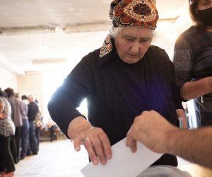 L'armeno Pashinyan vince a valanga la rielezione