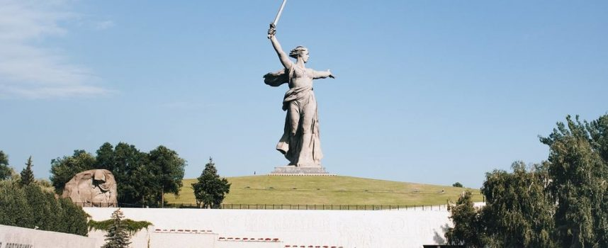 Ritorno a Stalingrado? Secondo discussi sondaggi DUE TERZI dei russi vogliono che Volgograd torni al nome usato durante la leggendaria battaglia