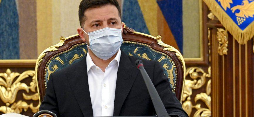 """L'Ucraina chiude i media dell'opposizione – l'ambasciatore applaude l'""""atto audace"""" e chiede sostegno"""